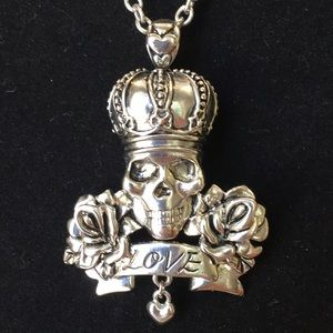 Jewelry - Royalty Love Skull necklace
